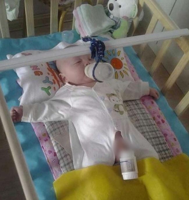 Khi mẹ vắng nhà thì đây là cách những ông bố cho con uống sữa - Ảnh 3.