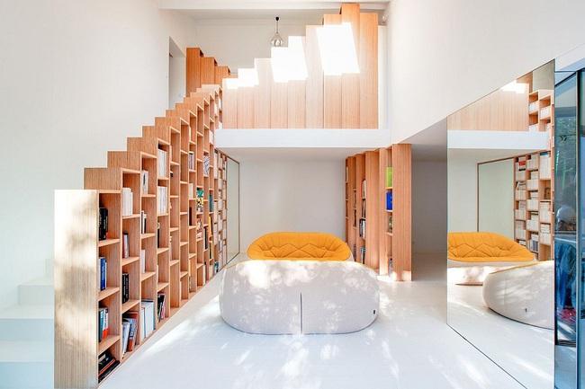 Thiết kế nhà này sẽ cho bạn thấy khi kệ sách kết hợp thành cầu thang, tường ngăn cách sẽ đẹp mắt đến khó tin - Ảnh 3.
