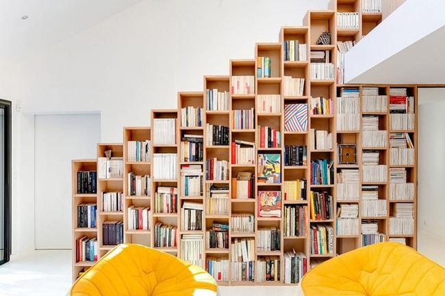 Thiết kế nhà này sẽ cho bạn thấy khi kệ sách kết hợp thành cầu thang, tường ngăn cách sẽ đẹp mắt đến khó tin - Ảnh 4.