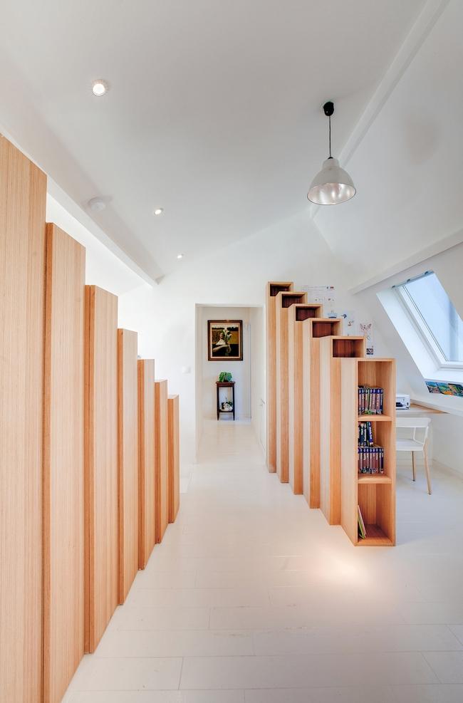 Thiết kế nhà này sẽ cho bạn thấy khi kệ sách kết hợp thành cầu thang, tường ngăn cách sẽ đẹp mắt đến khó tin - Ảnh 10.