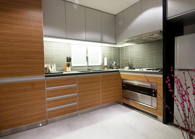 Ghé thăm căn hộ cao cấp vô cùng sang chảnh với sự kết hợp hài hoà giữa gỗ và ánh sáng - Ảnh 7.
