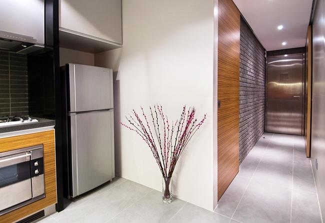 Ghé thăm căn hộ cao cấp vô cùng sang chảnh với sự kết hợp hài hoà giữa gỗ và ánh sáng - Ảnh 8.
