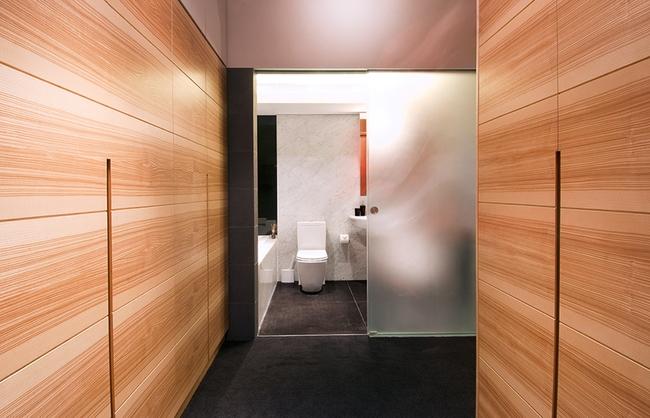 Ghé thăm căn hộ cao cấp vô cùng sang chảnh với sự kết hợp hài hoà giữa gỗ và ánh sáng - Ảnh 10.