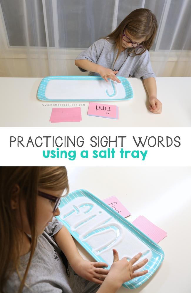 """""""Khay muối học chữ"""" giúp con tự học chữ nhanh mà bố mẹ vẫn nhàn tênh - Ảnh 1."""