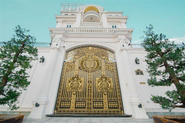 Ngắm trọn vẹn biệt thự triệu đô dát vàng xa hoa theo phong cách hoàng gia của Lý Nhã Kỳ - Ảnh 3.