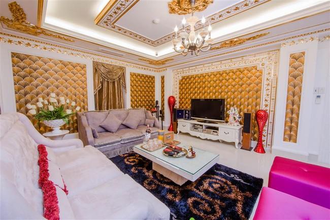 Ngắm trọn vẹn biệt thự triệu đô dát vàng xa hoa theo phong cách hoàng gia của Lý Nhã Kỳ - Ảnh 5.