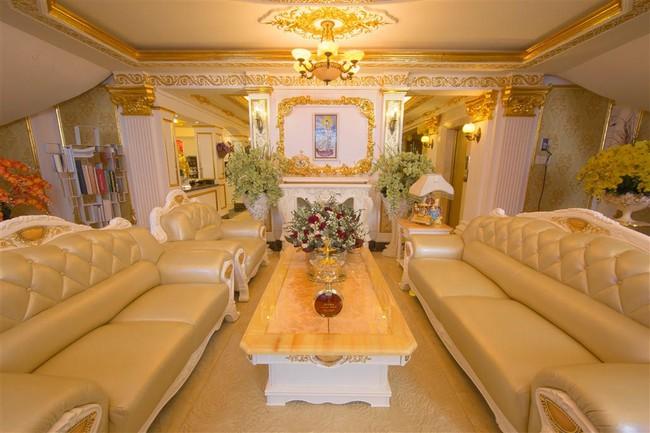 Ngắm trọn vẹn biệt thự triệu đô dát vàng xa hoa theo phong cách hoàng gia của Lý Nhã Kỳ - Ảnh 9.
