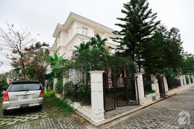 Biệt thự sân vườn sở hữu những khoảng xanh đẹp đến từng chi tiết của vợ chồng KTS ở Hà Nội - Ảnh 1.