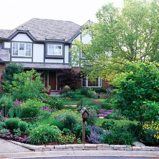 Mách bạn cách trang trí khu vườn trước nhà xinh và ngọt ngào như trong các bộ phim truyền hình lãng mạn - Ảnh 2.