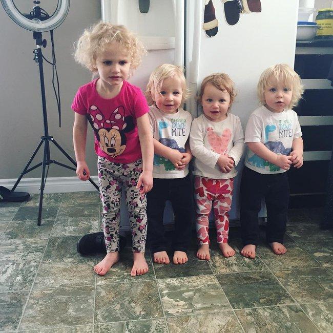 Thán phục bà mẹ siêu nhân tay nhanh thoăn thoắt chăm 1 cặp sinh ba và nhóc lớn 3 tuổi - Ảnh 17.