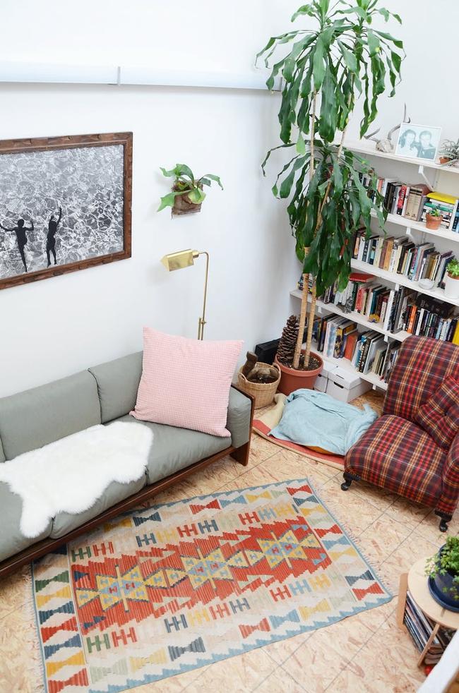 Ngôi nhà được trang trí bằng đồ cũ và đồ tái chế của hai người phụ nữ làm xôn xao cả giới thiết kế - Ảnh 9.