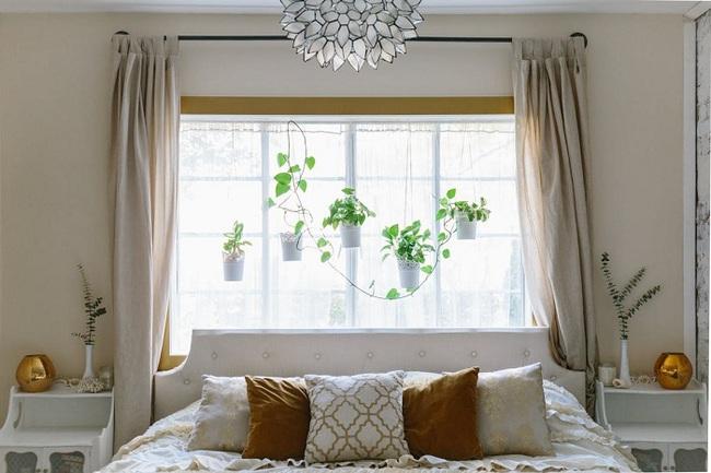 Bày cách thiết kế giường ngủ bên cửa sổ cực đẹp cho các cô nàng thích mộng mơ - Ảnh 1.