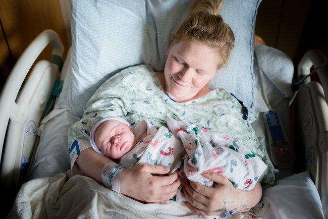 Bức ảnh có 1-0-2: Em bé chào đời với dây rốn quấn quanh bụng - Ảnh 13.