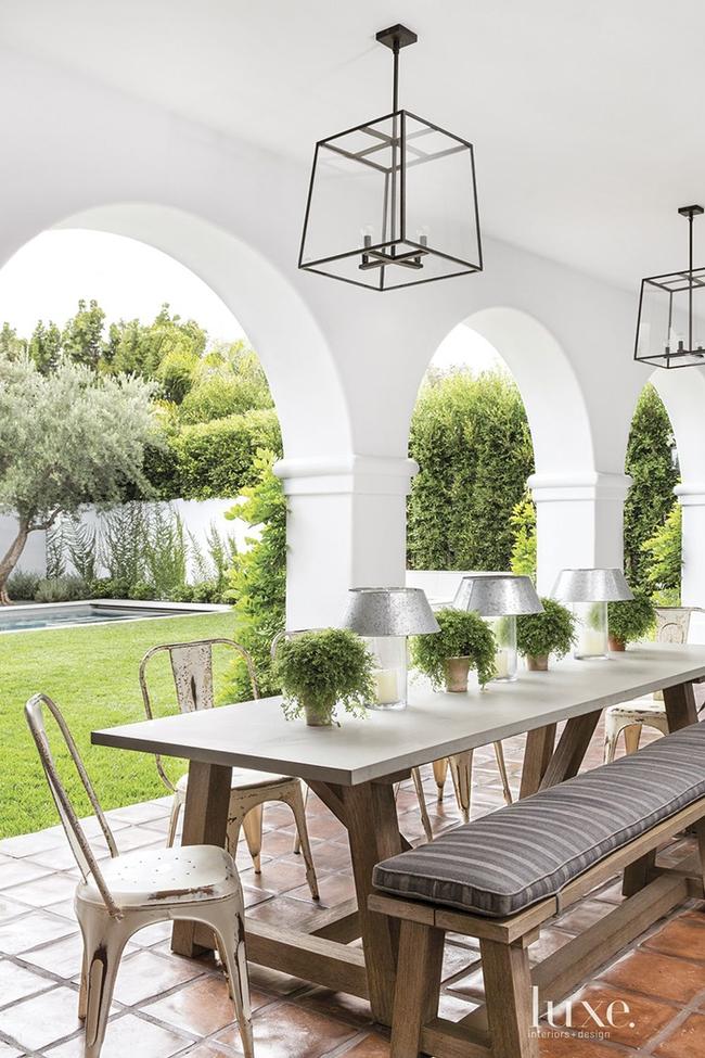24 mẫu bàn ghế xinh yêu cho khu vực ăn uống và nghỉ ngơi ngoài trời - Ảnh 4.