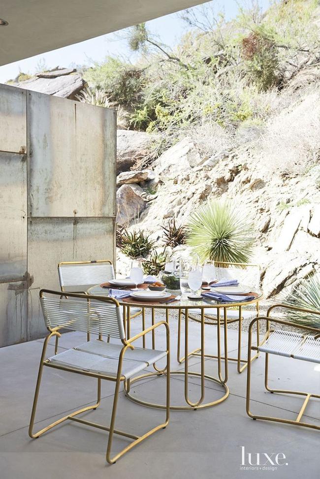 24 mẫu bàn ghế xinh yêu cho khu vực ăn uống và nghỉ ngơi ngoài trời - Ảnh 10.