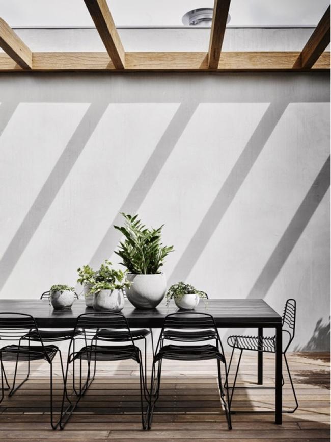 24 mẫu bàn ghế xinh yêu cho khu vực ăn uống và nghỉ ngơi ngoài trời - Ảnh 11.