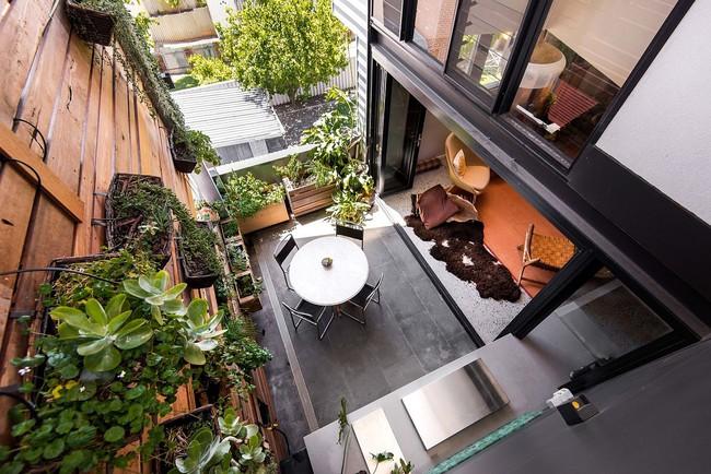 Ngôi nhà hòa mình với thiên nhiên lại sáng tạo với tranh vẽ tường đẹp ấn tượng - Ảnh 3.