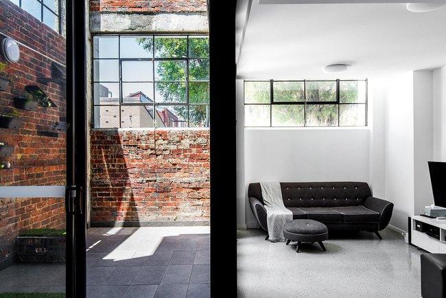 Ngôi nhà hòa mình với thiên nhiên lại sáng tạo với tranh vẽ tường đẹp ấn tượng - Ảnh 4.