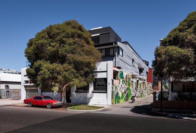Ngôi nhà hòa mình với thiên nhiên lại sáng tạo với tranh vẽ tường đẹp ấn tượng - Ảnh 10.