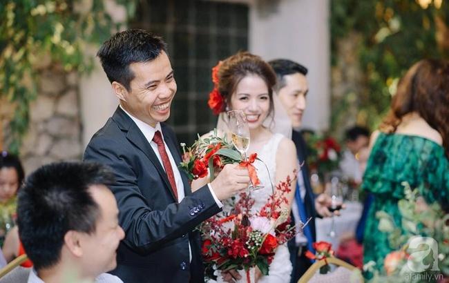 Cặp đôi Hà Thành trang trí tiệc cưới sân vườn với sắc đỏ đẹp như một giấc mơ về hạnh phúc - Ảnh 4.