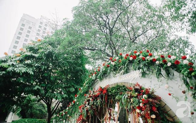 Cặp đôi Hà Thành trang trí tiệc cưới sân vườn với sắc đỏ đẹp như một giấc mơ về hạnh phúc - Ảnh 10.