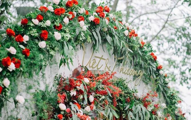 Cặp đôi Hà Thành trang trí tiệc cưới sân vườn với sắc đỏ đẹp như một giấc mơ về hạnh phúc - Ảnh 11.