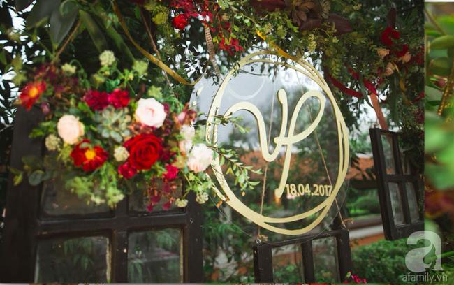 Cặp đôi Hà Thành trang trí tiệc cưới sân vườn với sắc đỏ đẹp như một giấc mơ về hạnh phúc - Ảnh 14.