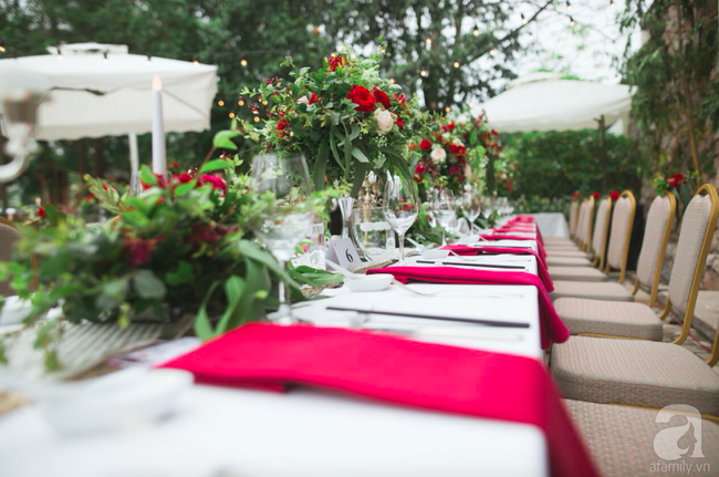 Cặp đôi Hà Thành trang trí tiệc cưới sân vườn với sắc đỏ đẹp như một giấc mơ về hạnh phúc - Ảnh 18.