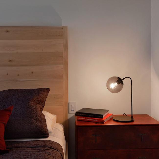 Đèn ngủ để bàn – món đồ chẳng thể thiếu trong không gian phòng ngủ - Ảnh 2.