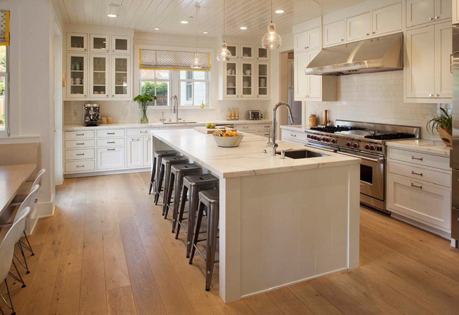 Bàn ăn dáng dài kết hợp chất liệu gạch đá, kỉ nguyên mới cho những nhà bếp theo phong cách hiện đại - Ảnh 1.
