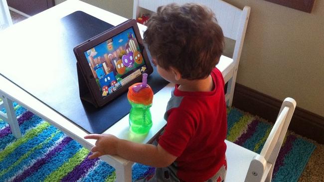Nếu không thể cấm, đây là cách giúp trẻ 2-5 tuổi dùng Ipad hiệu quả - Ảnh 1.