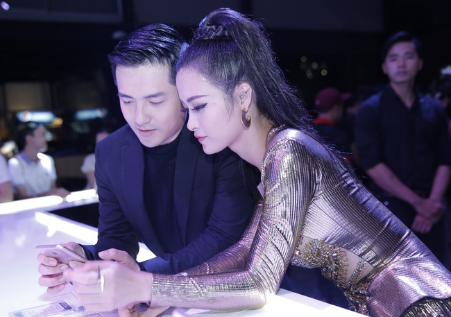Đông Nhi khiến fan phát cuồng khi tình tứ hát cùng Ông Cao Thắng - Ảnh 6.