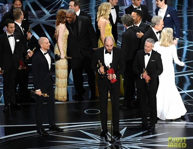 Oscar 2017 gây ngã ngửa vì màn trao giải nhầm cho La La Land - Ảnh 2.