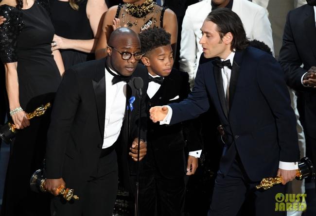 Oscar 2017 gây ngã ngửa vì màn trao giải nhầm cho La La Land - Ảnh 3.