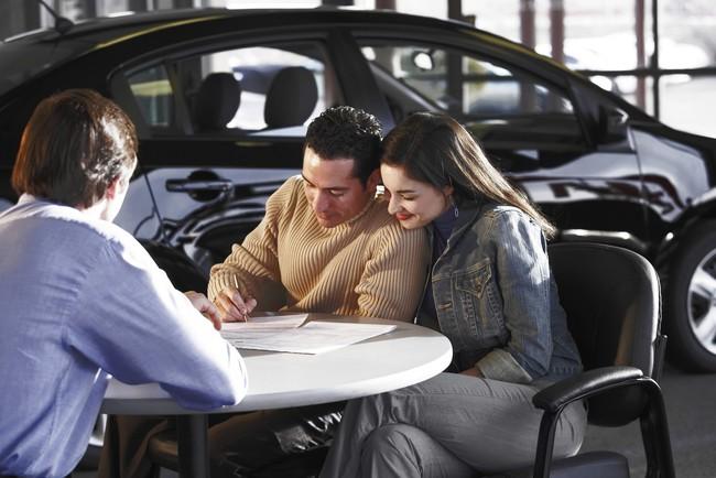 Bị khích tướng: Chẳng lẽ chú lại để vợ quyết định mua xe sao, người chồng quyết định... - Ảnh 1.
