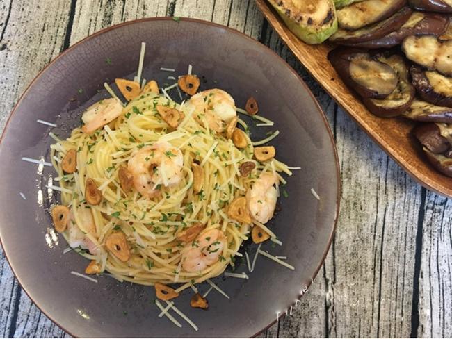 Đổi món cho bữa tối cuối tuần với spaghetti xào tôm ngon lạ - Ảnh 5.