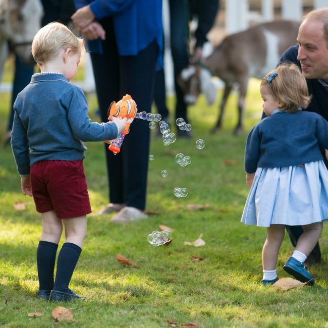Bất ngờ trước cách dạy con của cặp đôi Hoàng gia William và Kate Middleton - Ảnh 7.