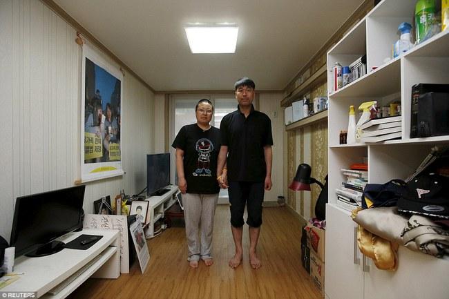 3 năm sau thảm kịch chìm phà Sewol, cha mẹ các em học sinh xem con mình chỉ đi xa dài ngày - Ảnh 3.