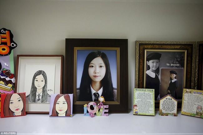 3 năm sau thảm kịch chìm phà Sewol, cha mẹ các em học sinh xem con mình chỉ đi xa dài ngày - Ảnh 17.