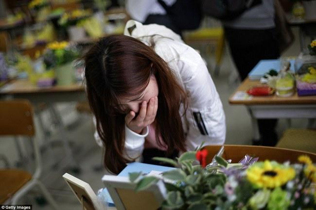 3 năm sau thảm kịch chìm phà Sewol, cha mẹ các em học sinh xem con mình chỉ đi xa dài ngày - Ảnh 19.