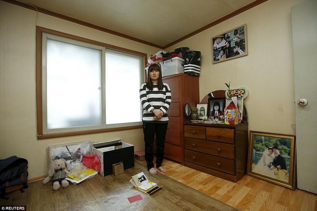 3 năm sau thảm kịch chìm phà Sewol, cha mẹ các em học sinh xem con mình chỉ đi xa dài ngày - Ảnh 7.