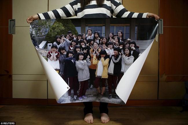 3 năm sau thảm kịch chìm phà Sewol, cha mẹ các em học sinh xem con mình chỉ đi xa dài ngày - Ảnh 8.