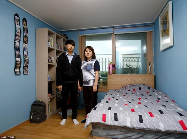 3 năm sau thảm kịch chìm phà Sewol, cha mẹ các em học sinh xem con mình chỉ đi xa dài ngày - Ảnh 10.