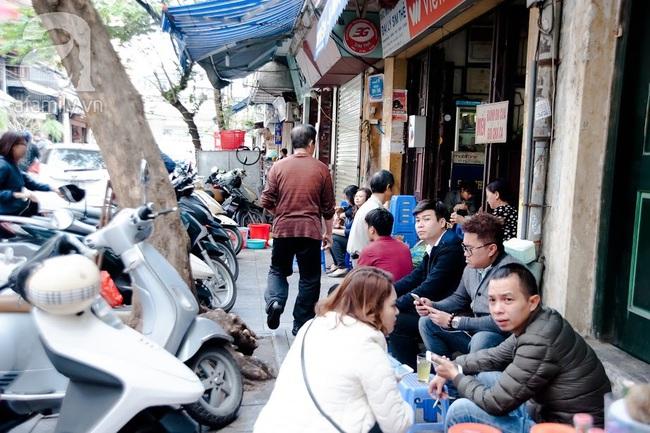 Phố nhỏ nhà nhỏ, có hàng bánh đa trộn 20 năm tuổi được nhiều thế hệ người Hà Nội say mê - Ảnh 20.