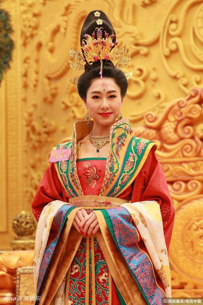 Cung tâm kế 2 rục rịch lên sóng, dàn mỹ nữ TVB bỗng chốc loè loẹt thế này - Ảnh 6.