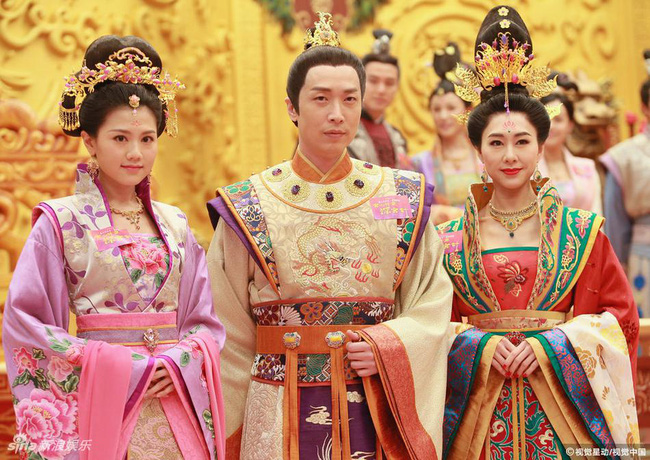 Cung tâm kế 2 rục rịch lên sóng, dàn mỹ nữ TVB bỗng chốc loè loẹt thế này - Ảnh 17.