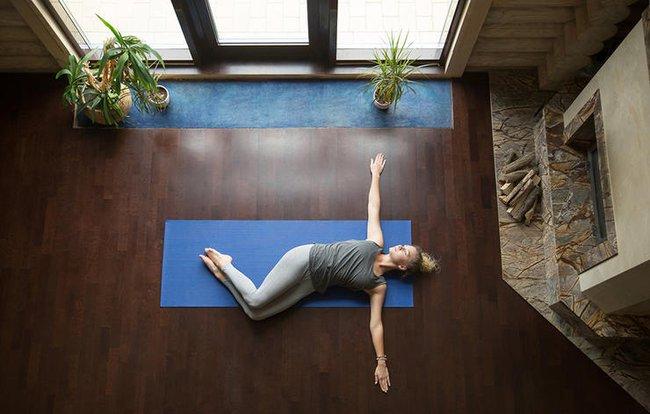 5 bài tập giãn cơ đẩy lùi đau lưng - Ảnh 4.
