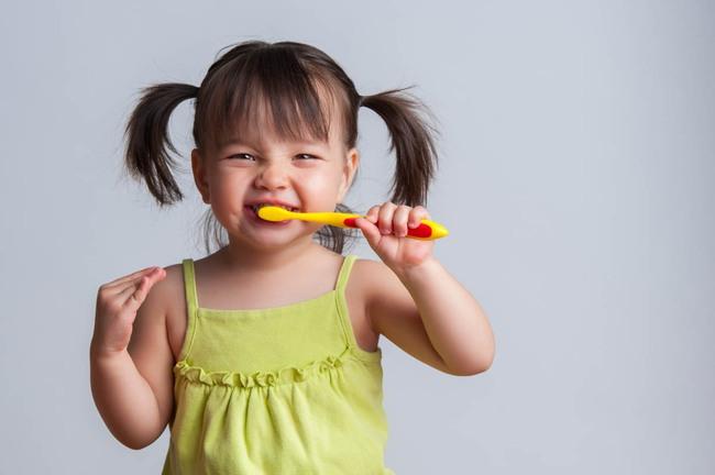 Phương pháp đơn giản của ông bố Nhật giúp con răm rắp đi đánh răng mỗi tối - Ảnh 1.