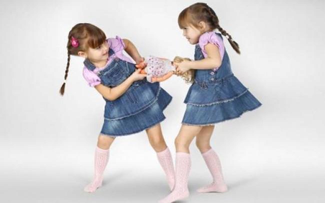 8 sai lầm điển hình trong cách nuôi dạy con ảnh hưởng đến hành vi và tính cách của trẻ - Ảnh 2.