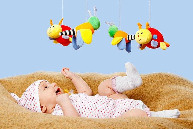 Gợi ý những trò chơi hữu ích cho trẻ từ sơ sinh đến 6 tháng tuổi - Ảnh 1.